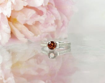 Dainty Statement Ring, Alternative Ring, Red Spinel Ring, Spinel Ring, Red Engagement Ring, Natural Spinel Ring, Unique Red Gemstone Ring