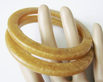 Pair Vintage Marbled Caramel Lucite Bangle Bracelets / Jewelry / Jewellery