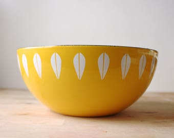 "Medium 8"" Vintage Cathrineholm Lotus Bowl - Scandinavian Modern Mid Century Modern Yellow and White Norway Enamel Danish Modern Minimalist"