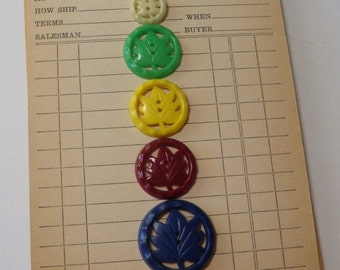 5 Maple Leaf Buttons Vintage Plastic Mixed Lot