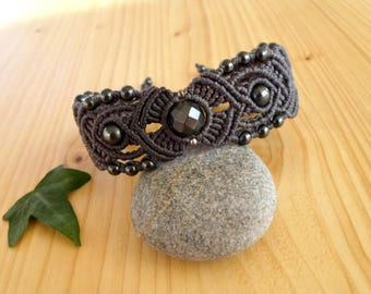 Hematite macrame bracelet, macrame stone, gemstone bracelet, macrame jewelry, tribal bracelet, hematite jewelry, hippie bracelet