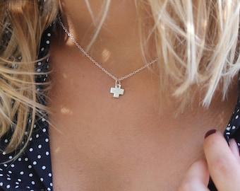 Choker chain silver cross