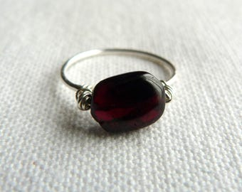 Fine silver ring 925 and Burgundy natural stone - size 54.