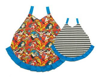 Wonder Woman apron, mommy and me matching apron, mother daughter aprons, super hero apron, dc comics, retro apron, hostess apron