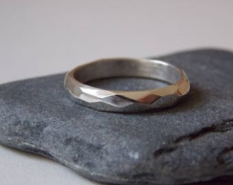 Silver fine ring with a facetted effect