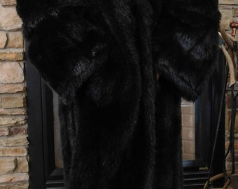 Beautiful Vintage Faux Fur Coat / Stylish Soft Fur  / NaNa Creations Made in the USA / Excellent Condition / Size Large