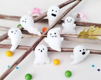 Cute Tiny Ghosts (Set of 7)