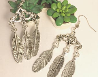 Earrings with silver feathers