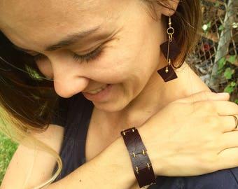 Leather bracelet with connectors