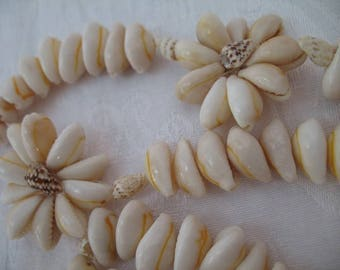 Vintage Floral Cowry Shell Necklace Lei