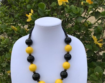 Vintage Black and Yellow Artisan Necklace // Ceramic Beads // Silver Beads // Vintage Handmade Necklace // Retro Yellow // Statement Beads