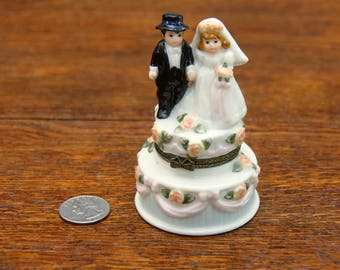Madame Alexander Bride & Groom Porcelain Trinket Box | Wedding Cake Topper | Very Cute!