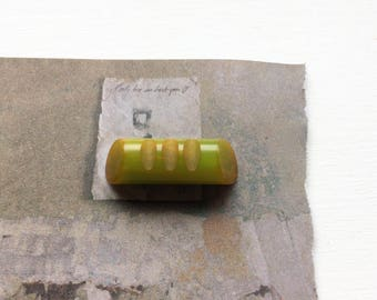 Vintage bakelite button carved toggle green bakelite