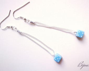 Earrings of blue and silver chains