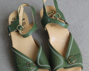 Vintage Wedge Sandal Size 6 Green leather