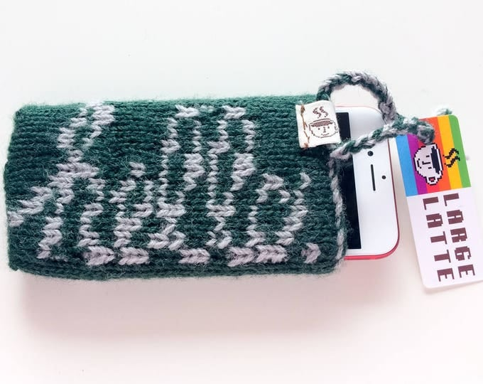 "iPhone 6/7/8 sleeve ""Macintosh"" handknit in green and grey"