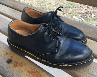 Vintage Doc Marten Oxfords navy blue