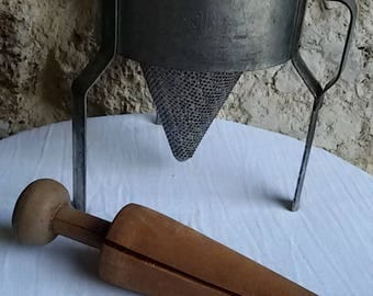 Antique Chinese/French press puree old with its pestle wood/antique conical strainer