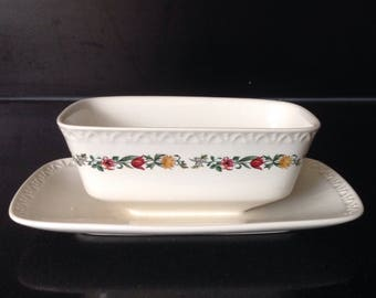 Villeroy and Boch Luxembourg nr 3 Ile de France rare sauciere / gravy boat with saucer  signed 40s high-quality porcelain. Unused.