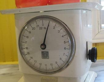 Vintage Record Effem kitchen scale.