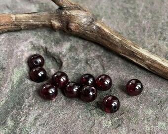 Garnet beads, 10 garnet stones, 6.7mmgarnet