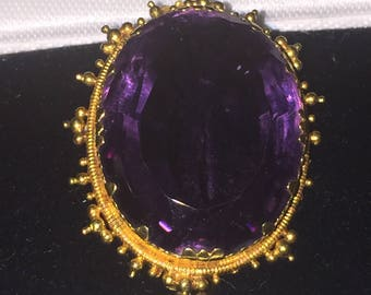 An Antique Victorian 15K Gold and 35ct Amethyst Brooch. England, XIX century.