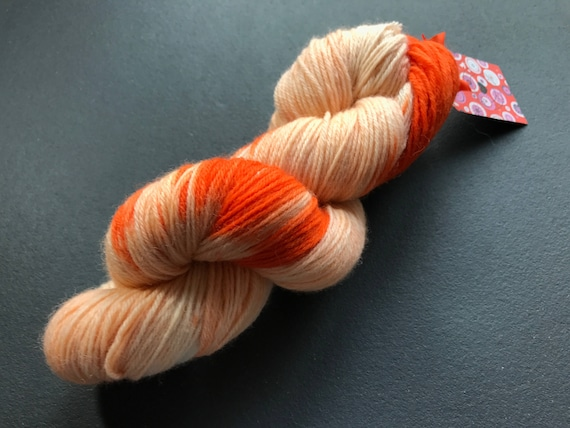 Hand dyed wool yarn 'King Willem' in all shades of orange