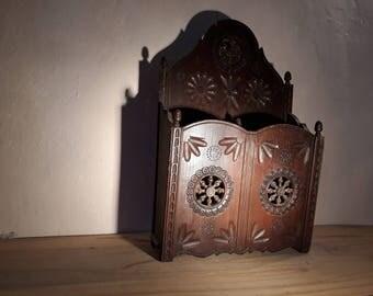 Sculptured wood wall box