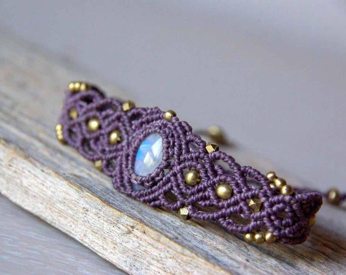 Bracelet macramé Mod.Marian with moon stone, in grey-purple thread, natural stone, fairy bracelet, bracelet brass,nickel free, yoga talisman