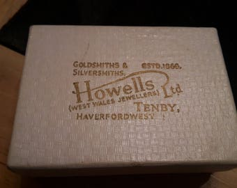 This is a vintage welsh jewellery box in stunning antique condition (box only)