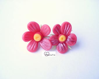 2 beads red iridescent cold porcelain flowers