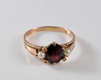 Vintage 14K Rose Gold Garnet and Pearl Ring Size 8 1/4