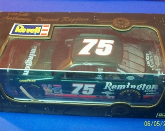 1997 Rick Mast Green Remington #75  Revell  NASCAR 1/24 Scale Diecast New In Box Collectible Car