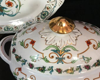 An amazing Chinese vintage famille verte tureen with tray and lid