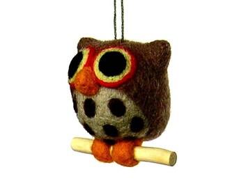 Hibou marron. Figurine en laine feutrée. Par LaPoissonnerie