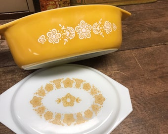 Vintage Pyrex Casserole Dish with Lid Butterfly Gold 045 2 1/2 Quart