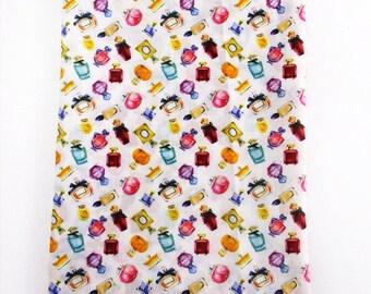 """Tissu Coton imprimé thème """"Bouteille de Parfum"""""""