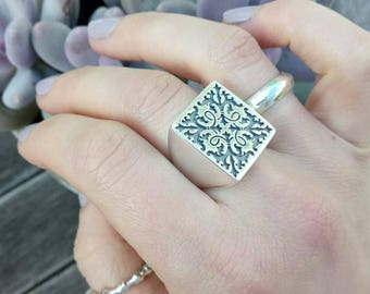 MONARCH, Big silver Signet Ring, Victorian Florid Signet Ring