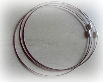 3 twist steel wire with Burgundy colored screw clasp