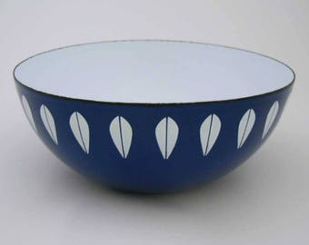 "Cathrineholm Lotus Enamel Bowl 8"" Cobalt Blue With Small White Lotus Design Pattern Enamelware Made In Norway Excellent Condition"