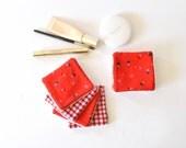 Lingettes démaquillantes rouges motifs montgolfières ou vichy rouge, blanc, lingettes lavables, zéro déchet, lingettes, carré démaquillant