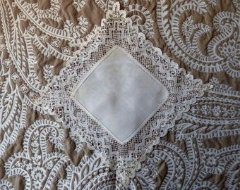 Antique bobbin lace handkerchief. 1900s - bobbin lace - Shabby chic - linen lace hankie - lace hankie - antique handkerchief - French lace -