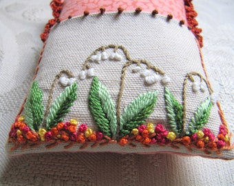 Quilted cushion pins and needles range