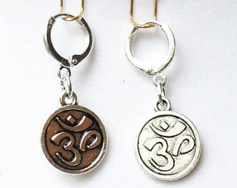 OM EARRINGS round