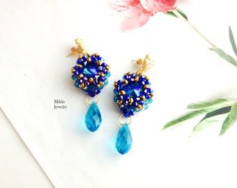 Handmade beadwork earrings, dangle drop earrings, glass beaded earrings, beadweaving, bleu, gold earrings, glass crystal earrings for her