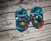 Dinosaur Baby Booties   Dinosaur Gifts   Dinosaur Baby Shower   Dinosaur Baby Outfit   Fleece Booties   Baby Shoes   Stay On Booties