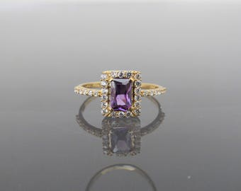 Vintage 18K Solid Yellow Gold Amethyst & White Topaz Halo Engagement Ring Size 6