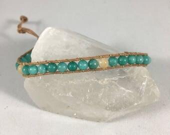 Teal beads sand beige leather bracelet //