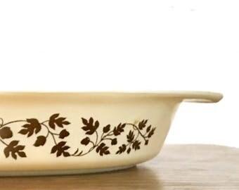 Vintage Pyrex Golden Acorn Casserole Dish / Pyrex 28 / Pyrex Promotional Casserole