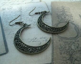 Earrings representing the moons metal bronze
